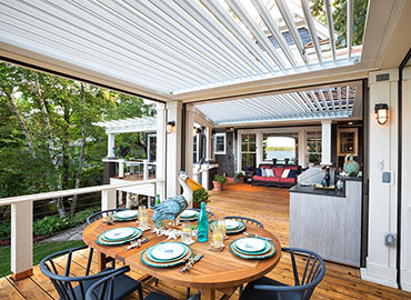 Outdoor Living dinner table
